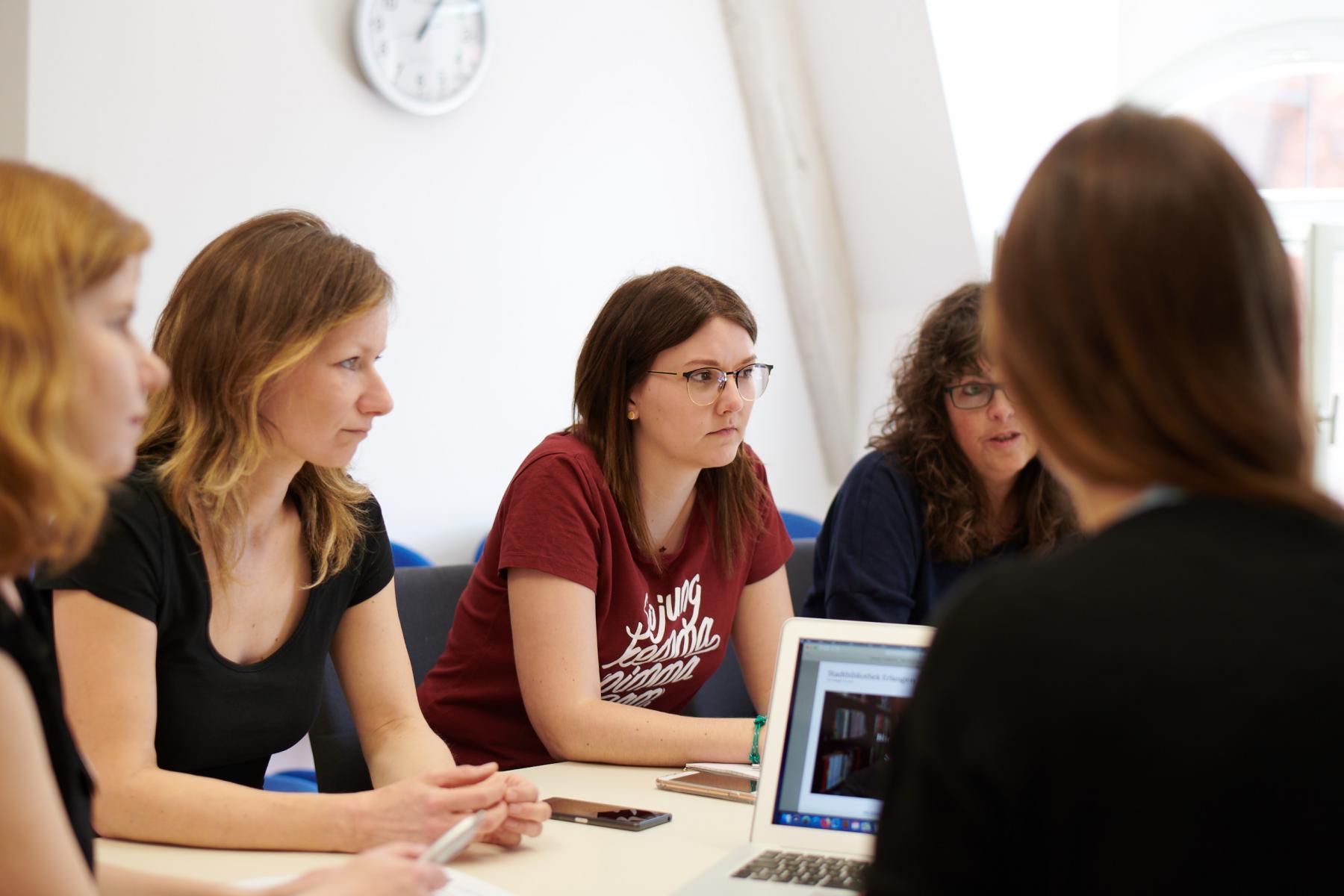 Gesprächsrunde Mitarbeiterinnen Stadtbibliothek Erlangen