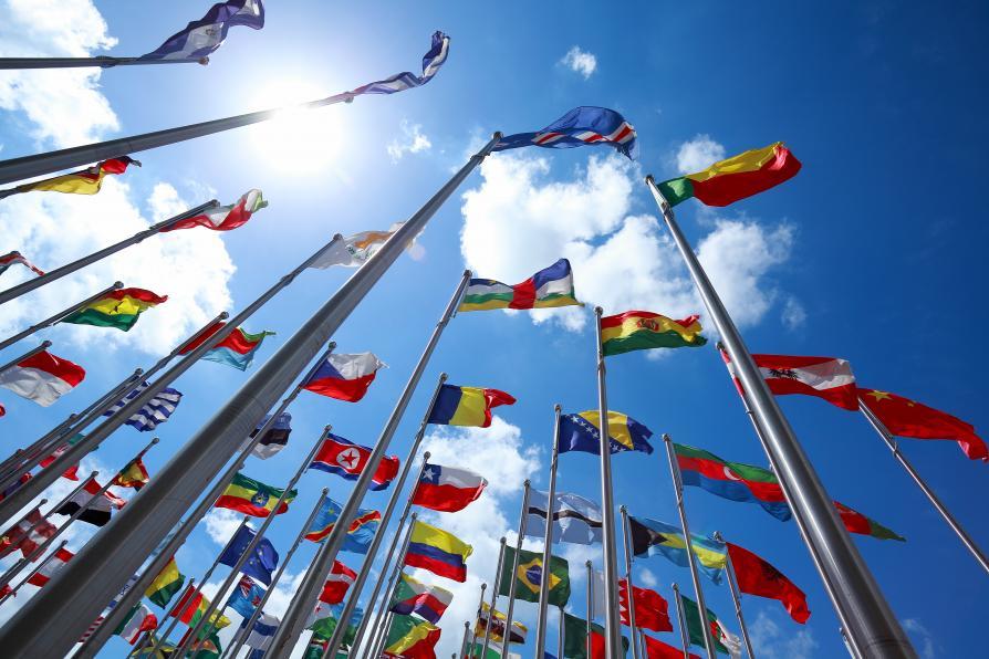 Verschiedene internationale Flaggen