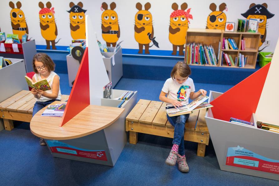 Kinder in der Bibliothek