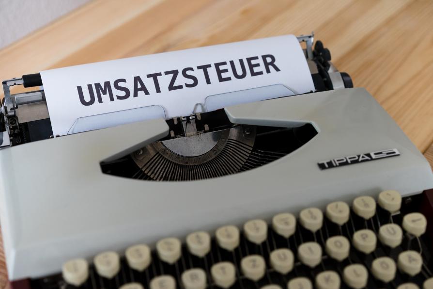 Schreibmaschine mit Blatt