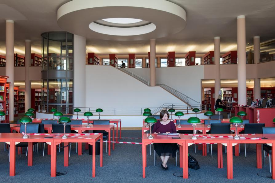 Coronabasperrung in der Stadtbibliothek Pforzheim